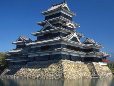 松本城【国宝5城】の歴史と観光ガイド